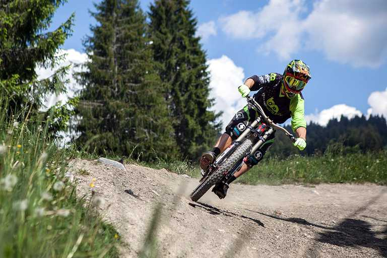 BUTTON & SERVICES - Morzine - Bike Academy - Adult lessons - DH